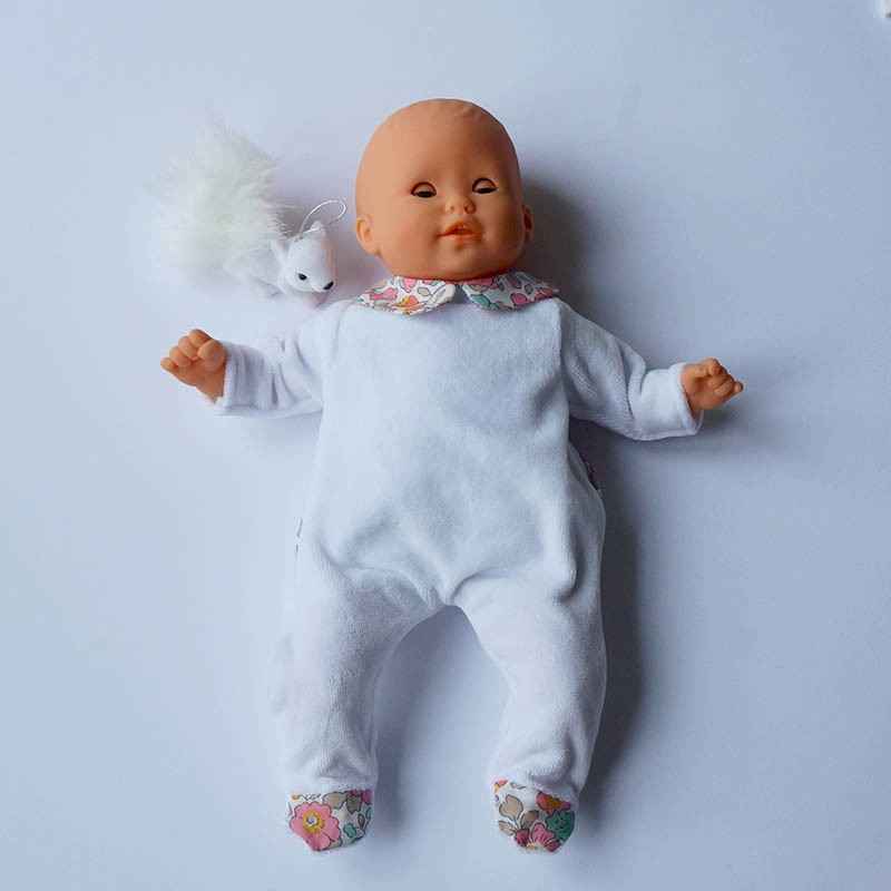 joli pyjama de poupée